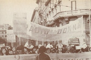 Radio donna striscione herstory  femminismo storia collettivi manifestazioni gruppi