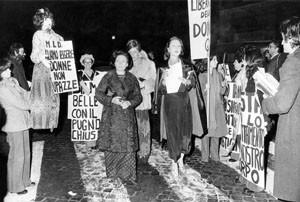 manifestazione Movimento Liberazione della Donna archivia herstory  femminismo Roma