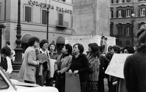manifestazioni delle donne Archivia. Herstory femminismo a roma e Lazio dagli anni 70 a oggi