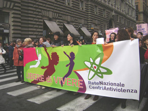 dire striscione manifestazione violenza casa donna herstory  femministe luoghi storia collettivi gruppi Roma