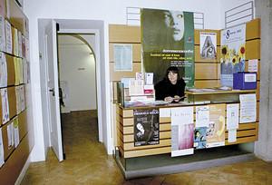 ingresso casa internazionale donne associazioni herstory  femminismo lesbismo luoghi storia gruppi Roma